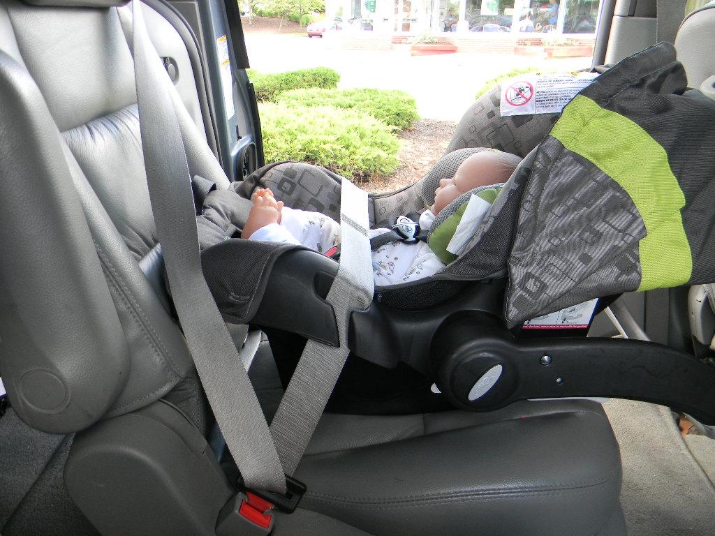 Evenflo car seat hook up