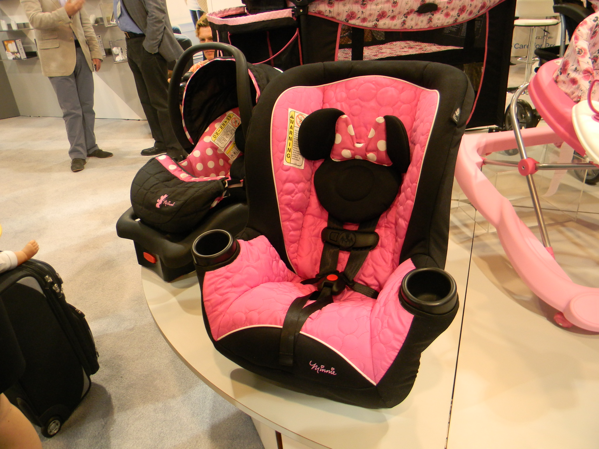 Cosco Comfy Carry In Minnie Mouse Fashion