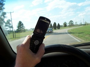 640px-Cell_phone_use_while_driving